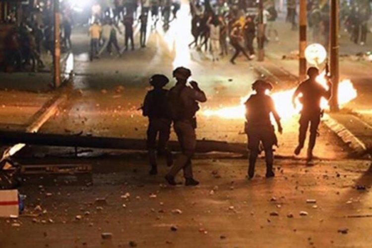 İsrail'in Lid kentinde camideki Filistinlilere silahlı saldırı