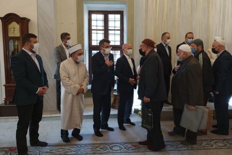 Bursa Yıldırım Belediye Başkanı Yılmaz bayramı Emir Sultan Camii'nde karşıladı