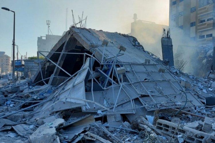 İsrail'in vurduğu Ulusal İslam Bankası'nın enkazı ortaya çıktı