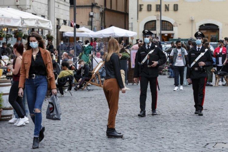 İtalya'da son 24 saatte 8 bin 85 yeni vaka