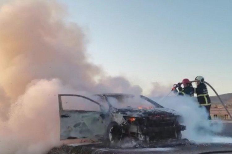 Sürücünün zor anları: Seyir halindeyken alev aldı