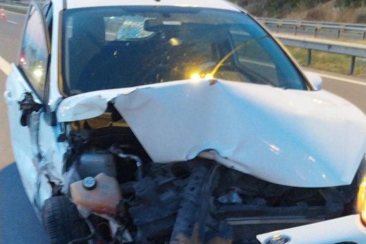 Arıza yapan aracının yanında beklerken otomobil çarptı