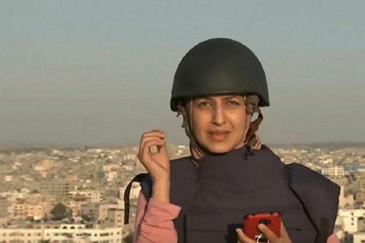 Gazze'ye atılan füzeler canlı yayın sırasında gazetecileri teğet geçti
