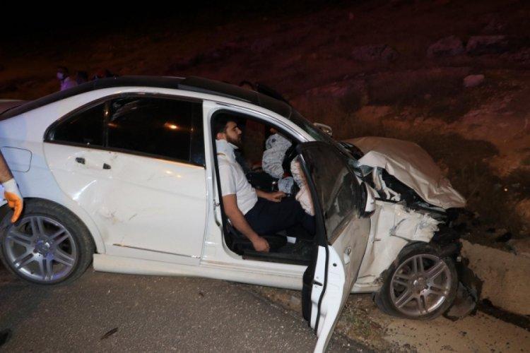 Şanlıurfa'da hafif ticari araç ile otomobil çarpıştı: 7 yaralı