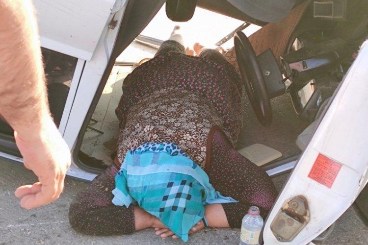 Bursa'da otomobil duvara çarpıp takla attı: 1 yaralı