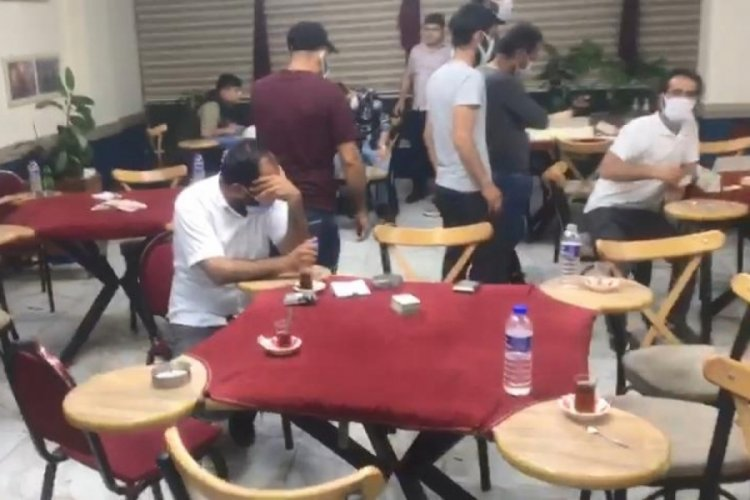 Bursa'da daha önce 3 kez basılan kafede oyun oynayan 25 kişiye 86 bin lira ceza