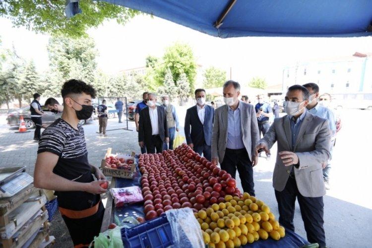 Bursa İnegöl'de protokol üyeleri semt pazarlarını denetledi