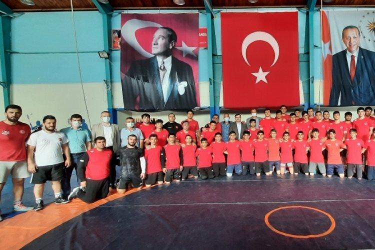 Güreş Federasyonu Başkanı Aydın'dan milli sporculara ziyaret