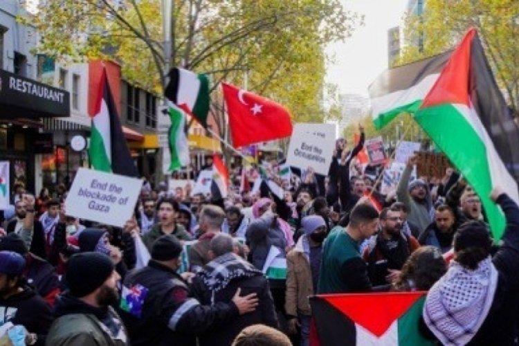 Avustralya'da binlerce kişi Filistin için toplandı