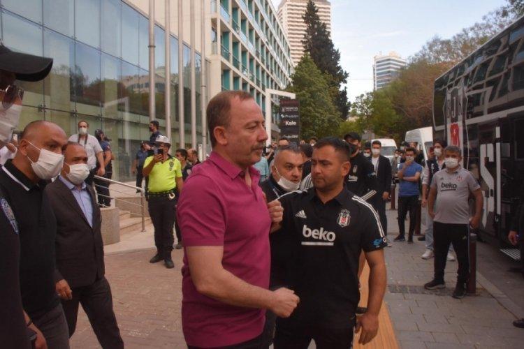 Beşiktaş kafilesi stada hareket etti