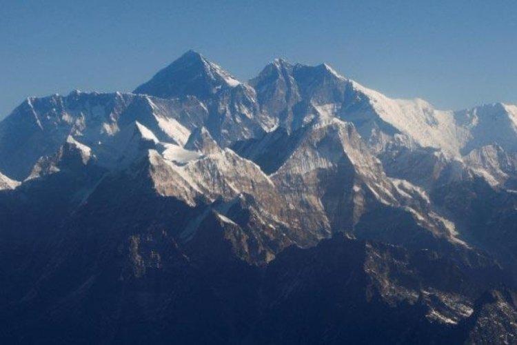 Çin, Everest tırmanışlarını iptal etti