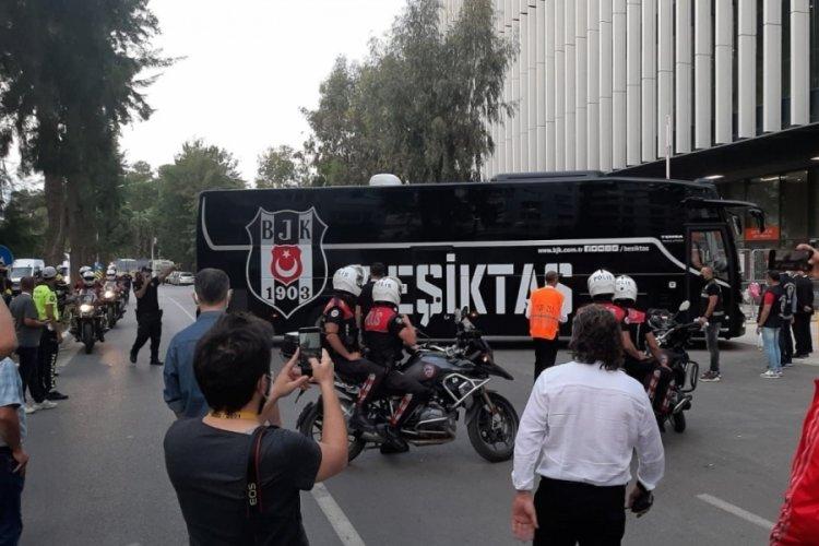 Beşiktaş, Gürsel Aksel Stadyumu'na ulaştı