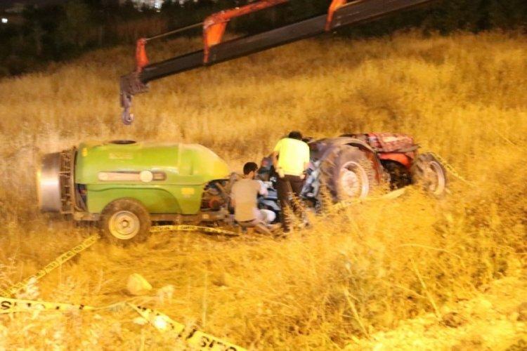 Şarampole devrilen traktörde bir kişi öldü