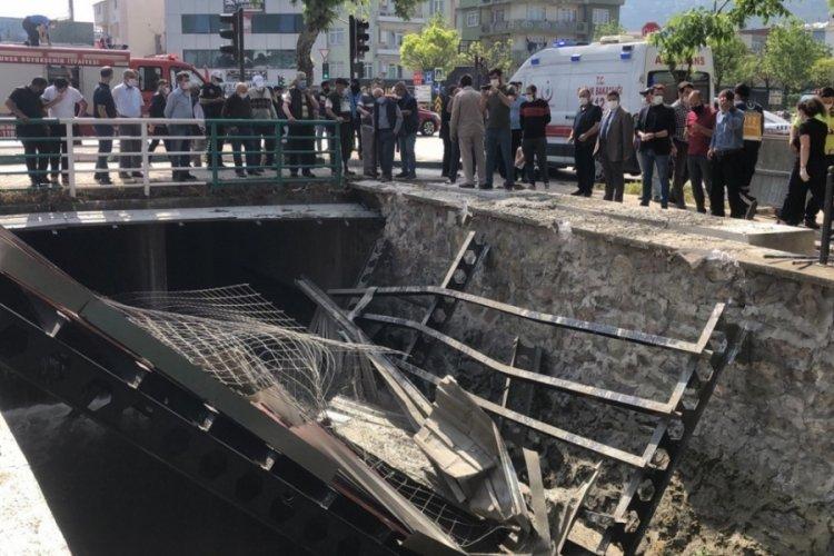 Bursa'da köprüdeki inşaat çöktü: 3 yaralı