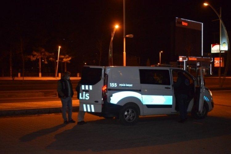 Komşular arasındaki sözlü tartışma silahlı kavgaya dönüştü: 2 yaralı