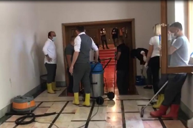 TBMM'de kalorifer borusu patladı, koridoru su bastı