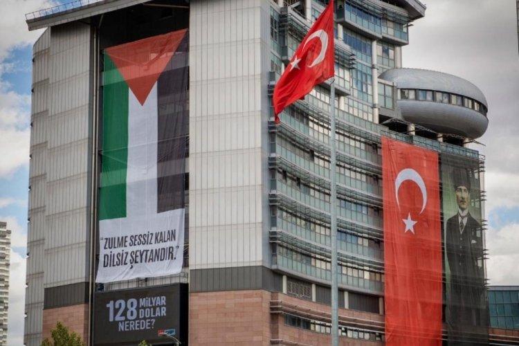 CHP Genel Merkez binasına Filistin bayrağı