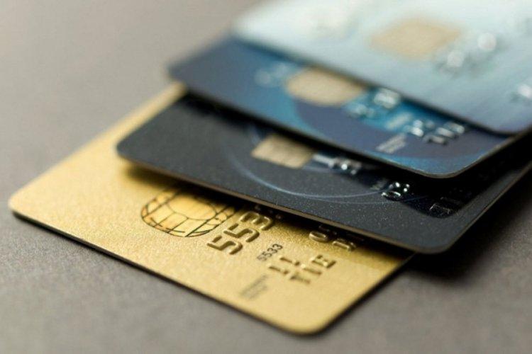 Kapanmanın ilk haftasında kartlı harcamalar sert geriledi