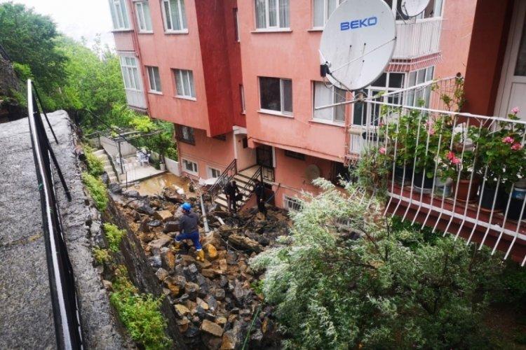 İstinat duvarı çöktü, 3 apartman tahliye edildi