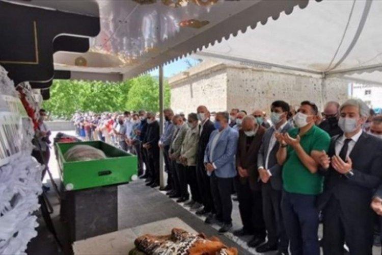 Sokak ortasında öldürülen Arife öğretmen toprağa verildi