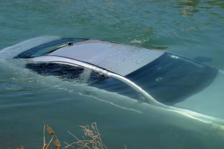 Antalya'da otomobil su kanalına uçtu