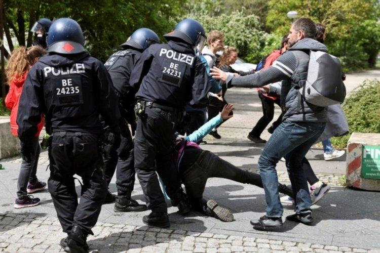 Almanya'da olaylı protesto