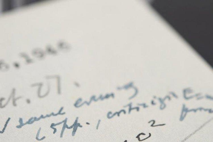 Einstein'ın el yazması mektubu 1,2 milyon dolara satıldı