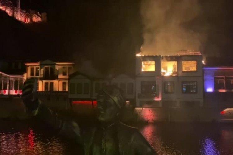 Tarihi evlerin olduğu bölgede yangın