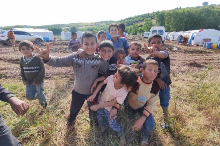 Bursa'da mevsimlik işçilerin çocuklarının çıplak ayaklı oyun mutluluğu