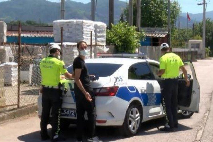 Tutanak tutan polisi görüntüledi, gözaltına alındı