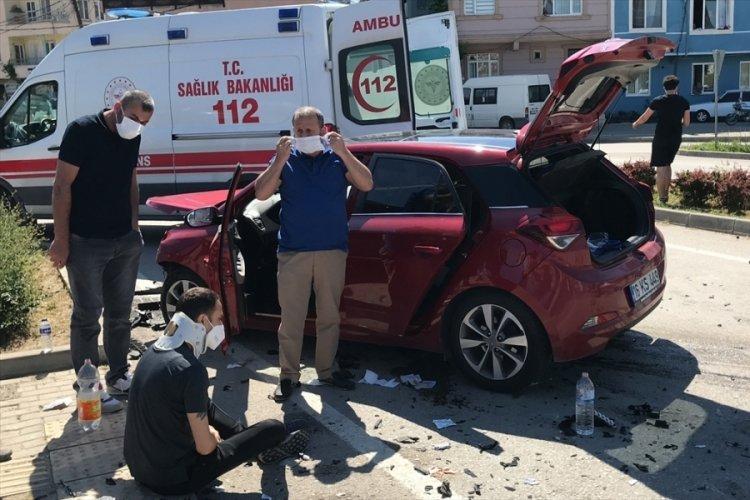Bursa'da iki otomobil çarpıştı: 5 yaralı