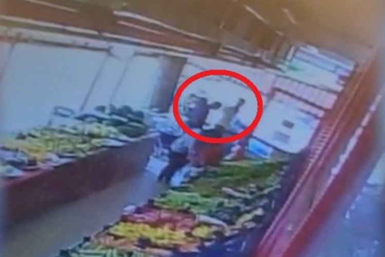Maske uyarısı yapan market çalışanının burnunu kırdı