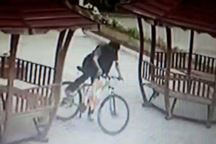 Bursa'da cami bahçesinde bisiklet hırsızlığı
