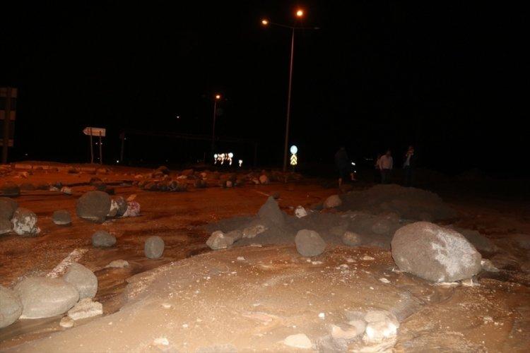 Sel nedeniyle Türkiye-Nahçıvan kara yolu ulaşıma kapandı