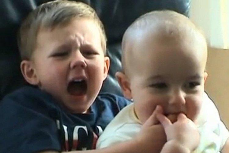 İnternetin ilk viral videolarından biri 'Charlie Bit My Finger' NFT ile binlerce dolara satıldı