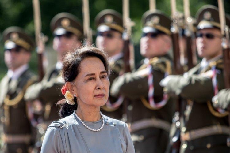 Myanmar'da devrik lider Suu Kyi ilk kez duruşmaya katıldı