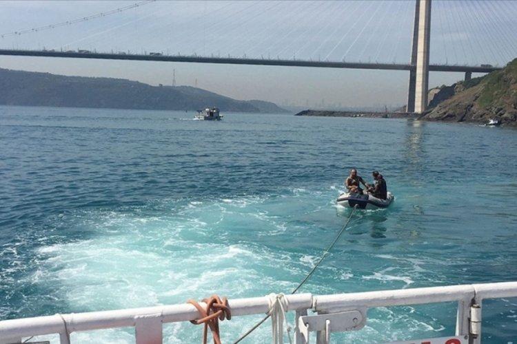 İstanbul Boğazı'nda sürüklenen şişme bottaki 2 kişi kurtarıldı