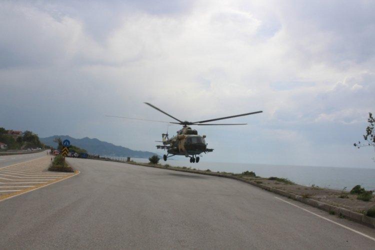 Sahile zorunlu iniş yapan askeri helikopter arızası giderilerek havalandı
