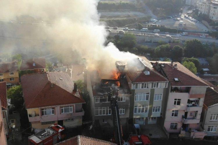 Üsküdar'da korkutan yangın: Yükselen alevler bina ve dairelere sıçradı