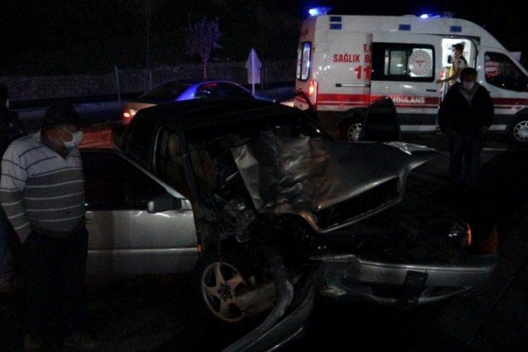 Sivas'ta otomobil ile hafif ticari araç çarpıştı: 7 yaralı