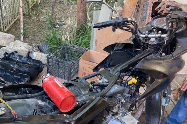 Bursa'da tamir etmeye çalıştığı motosikleti yandı