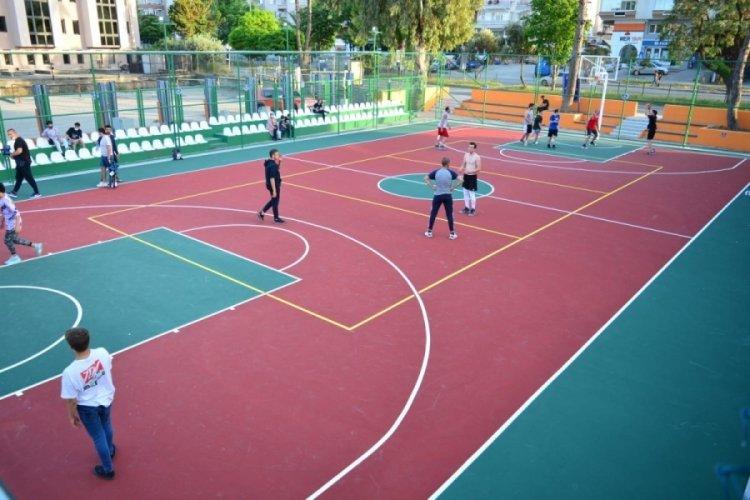 Bursa'da Mudanyalı gençlere modern saha