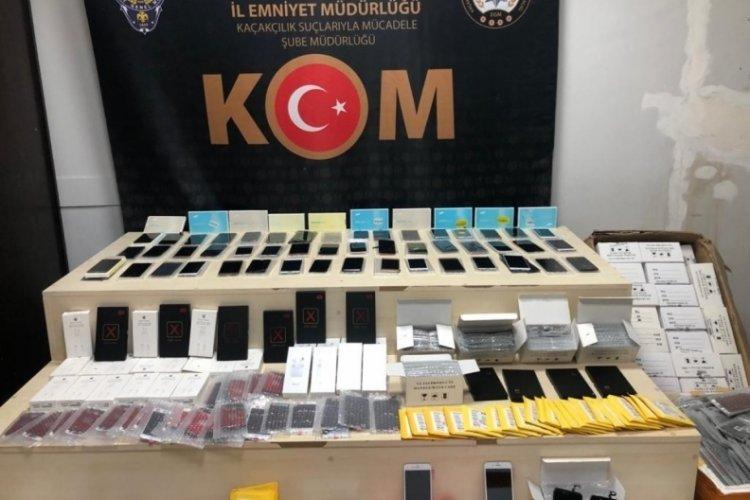 İzmir'de piyasa değeri 4 milyon lira olan kaçak ürün ele geçirildi