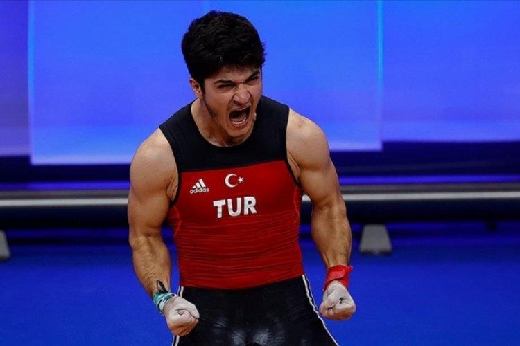 Furkan Özbek'ten altın madalya