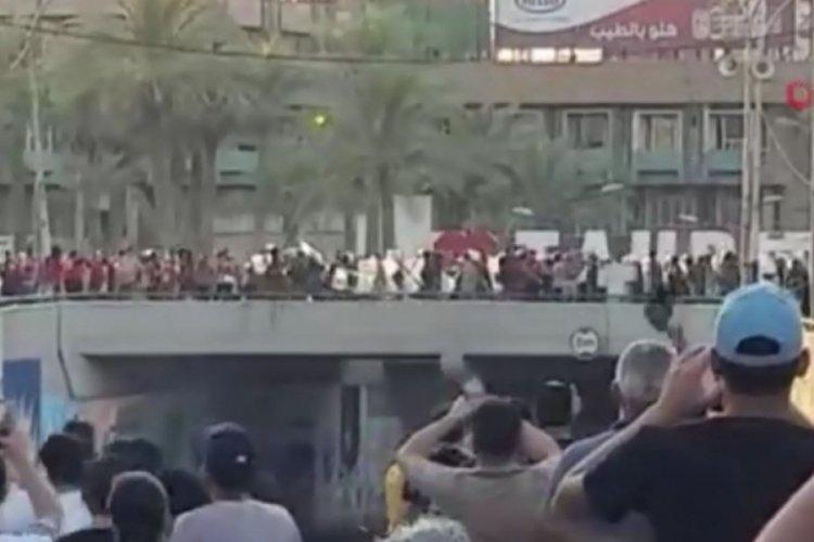 """Bağdat'ta """"Beni kim öldürdü"""" protestosu: 1 ölü, 45 yaralı"""