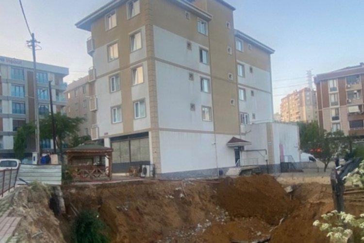 Pendik'te istinat duvarı çöken 5 katlı bina boşaltıldı
