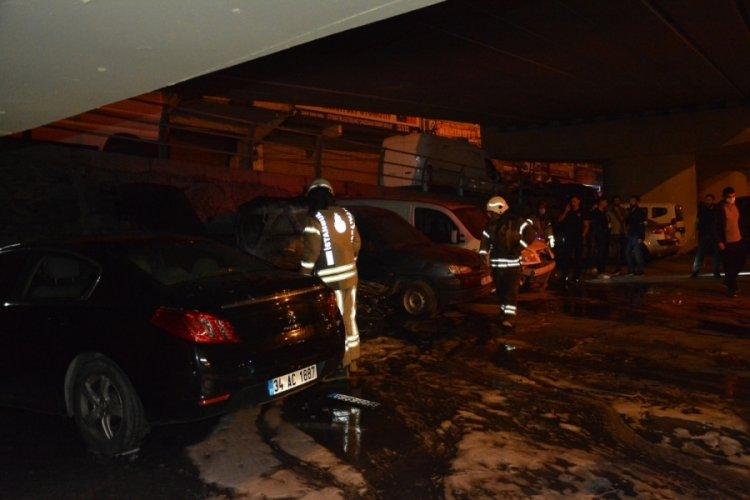Park halindeki 4 araç yandı
