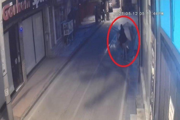 Bursa'da kasap dükkanından kasayı çalan hırsız başka suçtan teslim oldu!