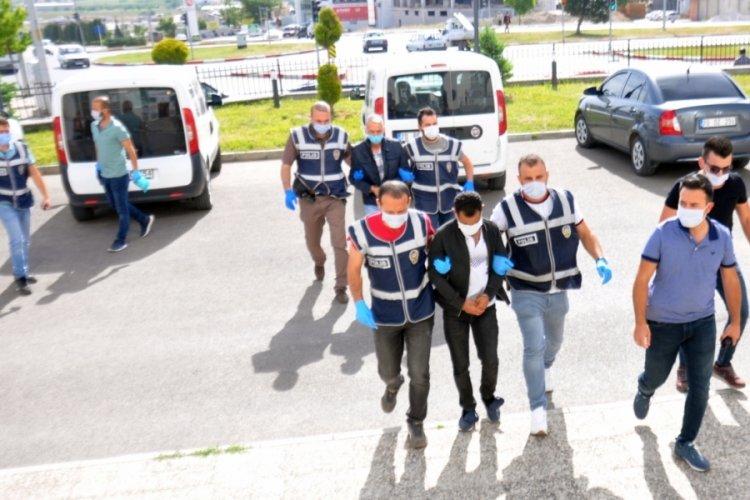 Sahte polislere 700 bin lirasını kaptırdı: Parola 'Fetih'