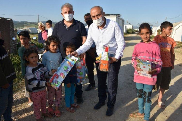 Bursa'da mevsimlik işçilerin çocuklarına oyuncak sürprizi